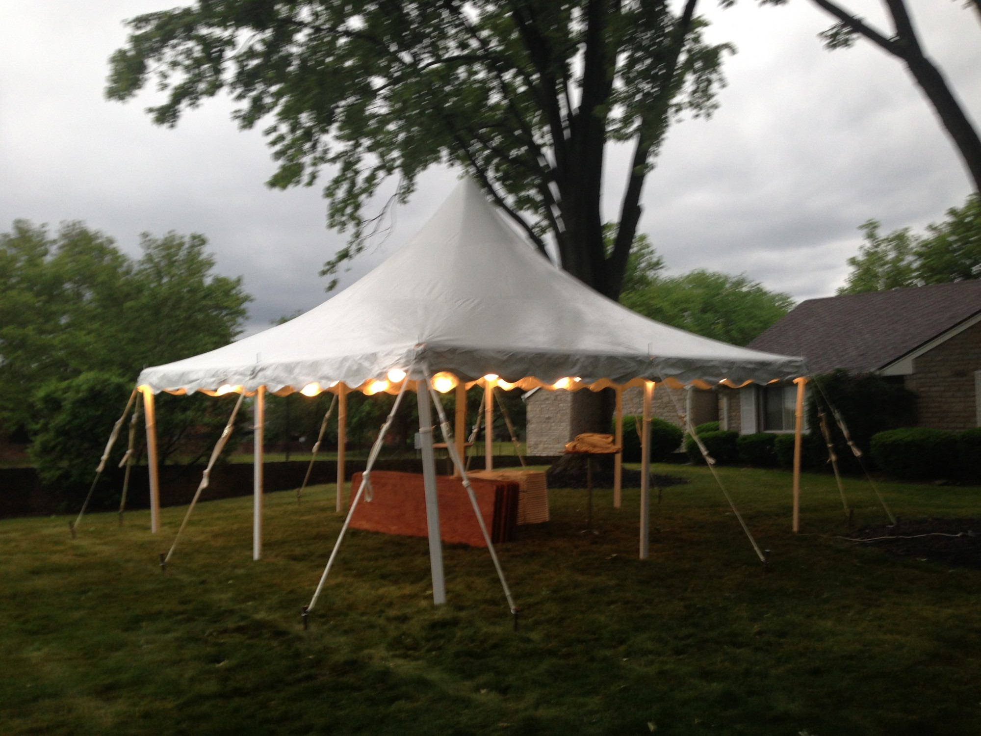 /upload/images/weddings/20x20_high_peak_pole_tent